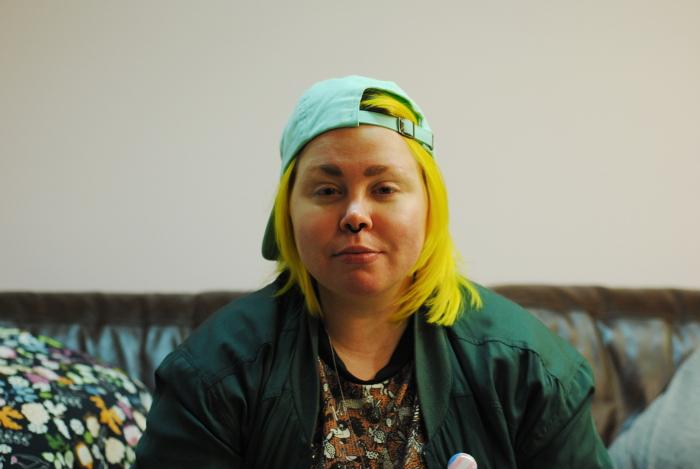 Eeli Kytömäki katsoo kameraan