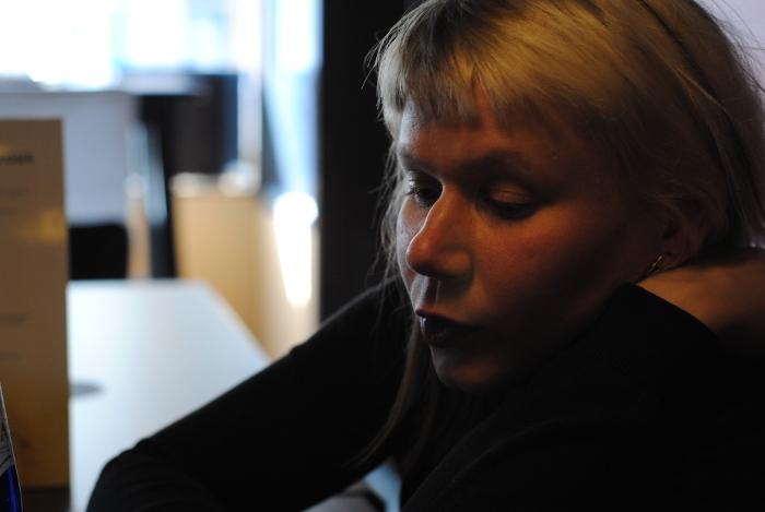 Vilja Joensuu puhuu Lanka Palaa-näyttelystä